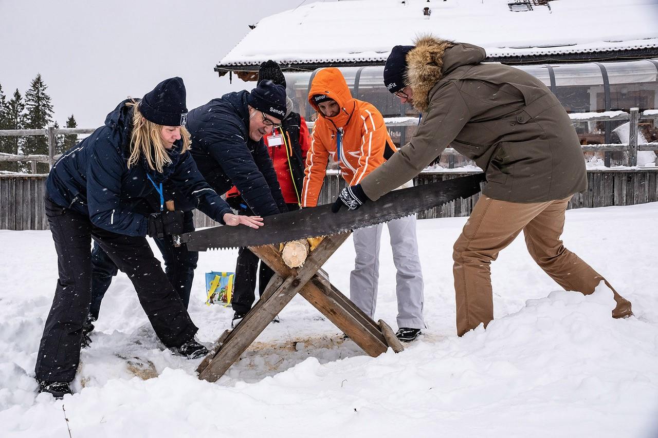 Wettebewerb beim Sihga Baumfest 2019 - Wer schneidet die dünnste Baumscheibe mit der Zusäge